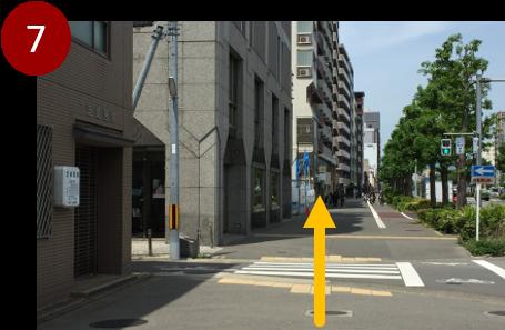 堀川蛸薬師交差点を越えて約20m進んでください。